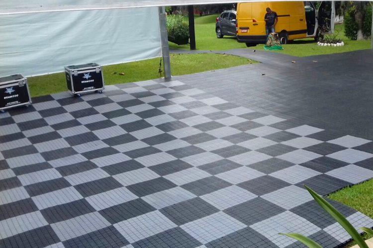 proteçao de gramado xadrez